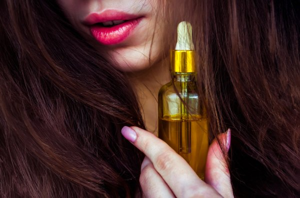 Nourish, Revitalize and Smoothen Hair with the Ideal Hair Serum for Women(2020). Learn How to Apply a Hair Serum to Repair Damaged Hair.