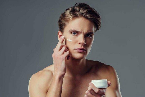 पुरुषों की तैलीय त्वचा के लिए सर्वश्रेष्ठ फेस क्रीम : यहां शीर्ष 10 फेस क्रीम की समीक्षा की गई जो पुरुषों की तैलीय त्वचा को स्वस्थ रखने के लिए उपयुक्त है।(2020)