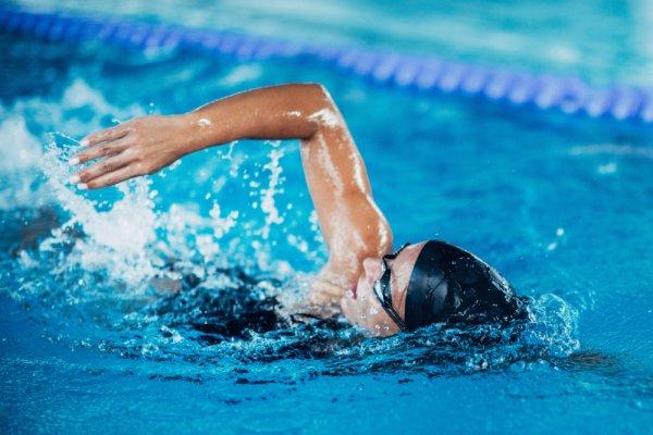 Kamu Butuh 10 Rekomendasi Perlengkapan Renang Ini untuk Berenang Lebih Baik (2020)