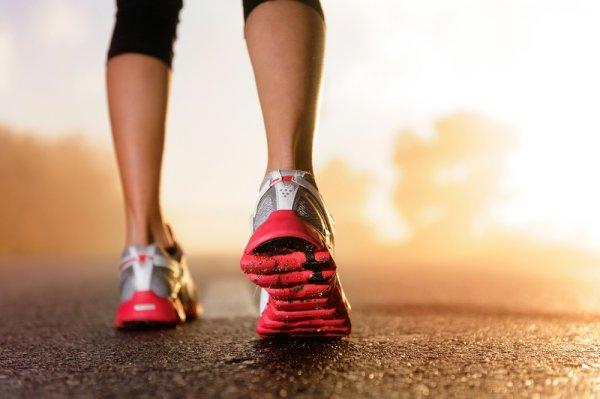 Cara Membedakan Sepatu Mizuno Asli dengan yang Palsu dan 12 Rekomendasi Sepatu  Mizuno yang Nyaman untuk ... 15fd890a0c