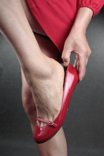 Gaya Wanita Terbaru Dengan Sepatu Flat dan 10 Modelnya yang Jadi Tren 2018