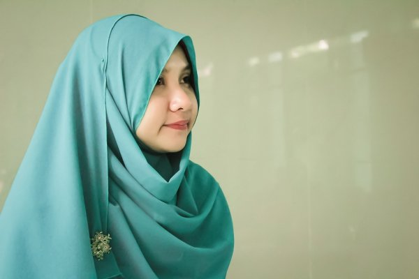 Tampil Cantik dan Syar'i dengan 10 Rekomendasi Gaya Hijab Sederhana Ini