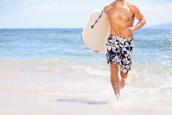 10 Celana Surfing Oke untuk Kegiatan Surfing Kamu