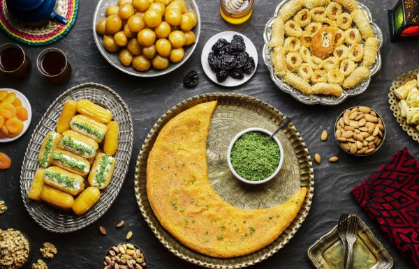 Why You Should Skip the Feasting and Lavish Iftaars: What to Eat and What Not to Eat During Ramadan 2019