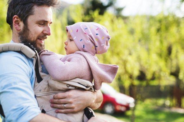 10 Rekomendasi Gendongan Depan yang Membuat Bayi Nyaman Dalam Gendongan Anda