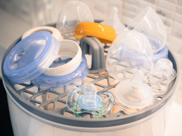 Botol Susu Bebas Kuman dan Bakteri dengan 10 Rekomendasi Sterilizer Botol Ini (2021)