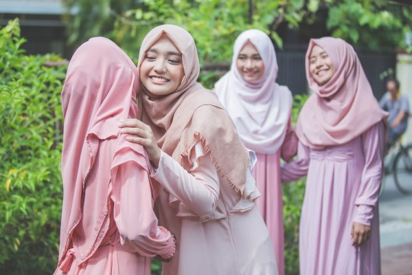 9 Contoh Baju Lebaran Keluarga Artis Terbaru 2018