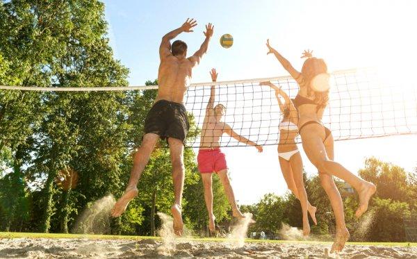 Yuk, Seru-seruan Saat Liburan dengan 8 Permainan di Pantai yang Bisa Kamu Lakukan Bersama Teman atau Keluarga