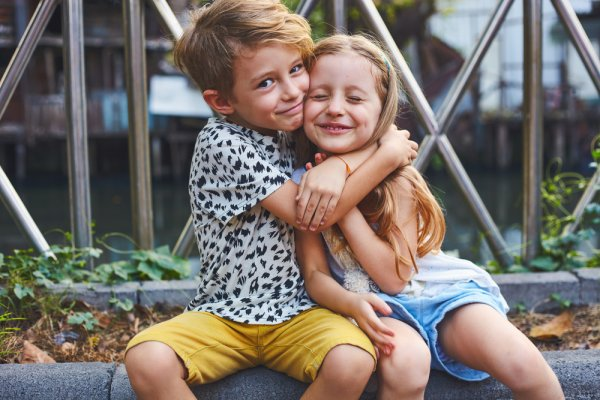 Need a Gift Ideas for Sister from Brother? Here are 13 Gifts to Charm Your Baby Sister, Teenage or Older Married Sister (2020)