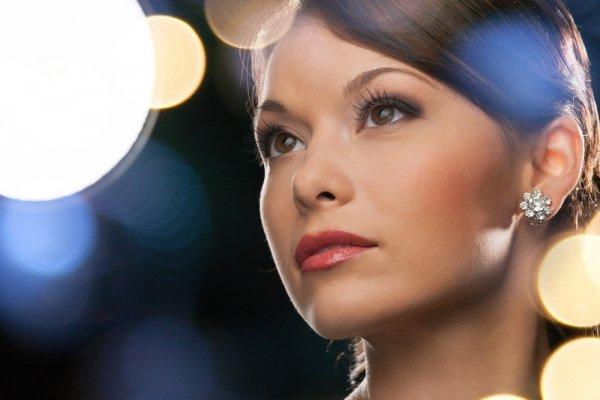Cantik dan Bersinar dengan 10 Rekomendasi Anting Berlian yang Memancarkan Aura Elegan