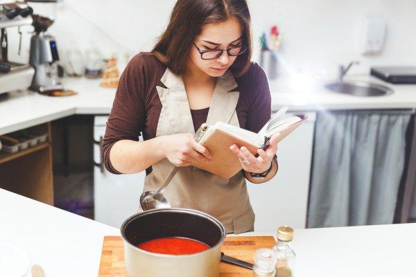 Mau Bikin Makanan Lezat? Cobalah Pelajari 10 Buku Resep yang Aplikatif Ini dan Kisah Sukses Chef Dunia di Bidang Kuliner