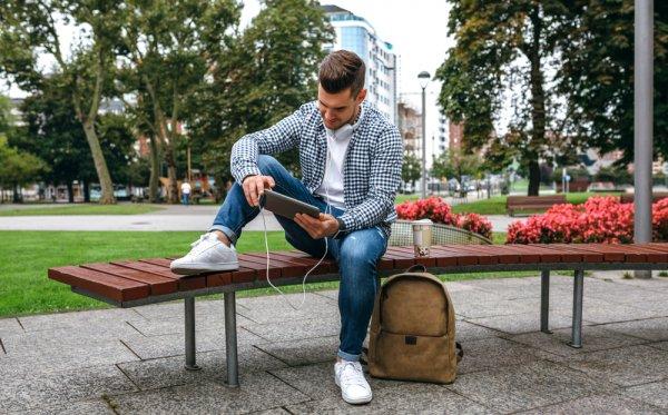 Pria Semakin Keren dengan 10 Rekomendasi Sepatu Santai Pria untuk Gaya Kasual Setiap Hari (2020)