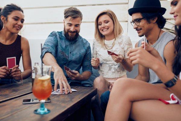 10 Rekomendasi Permainan Unik dan Lucu agar Acara Kumpul Bareng Nggak Garing