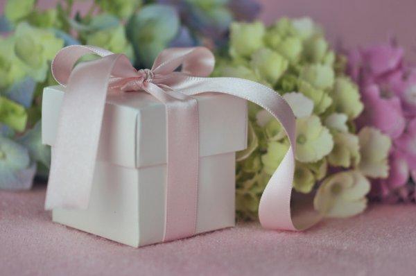 Beri Kesan Mendalam pada Sahabat Lewat 10 Rekomendasi Kado Pernikahan Sahabat (2020)