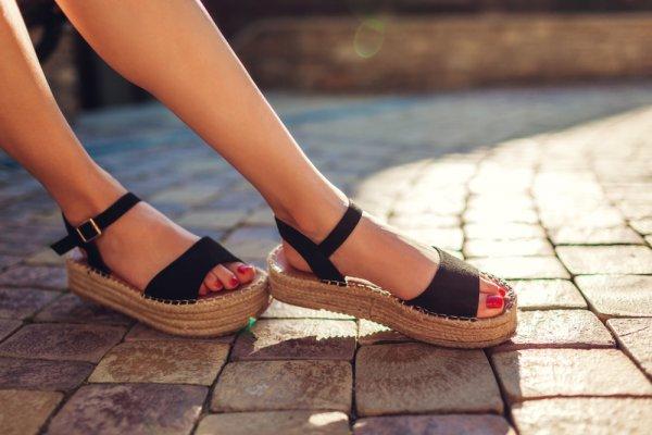 10 Rekomendasi Sandal Fladeo untuk Tampil Santai dan Fashionable (2020)