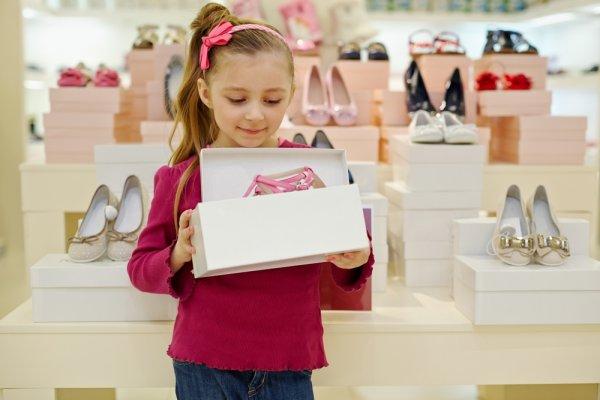 Tips Memilih Sepatu Anak Perempuan Terbaik dan 8 Pilihan Sepatu Anak yang Bisa Jadi Pertimbangan!