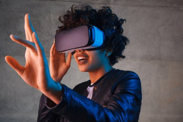 Want to Get on the Virtual Reality Bandwagon? Here are the Top 10 Virtual Reality Headsets Available in India (2020)!