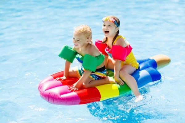 Berenang Jadi Lebih Seru dengan 9 Rekomendasi Mainan Kolam Renang yang Asyik (2018)