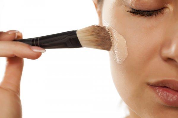 Punya Bekas Luka di Wajah? Jangan Panik! 10 Rekomendasi Produk Kosmetik Ini Bisa Menyamarkan Bekas Luka