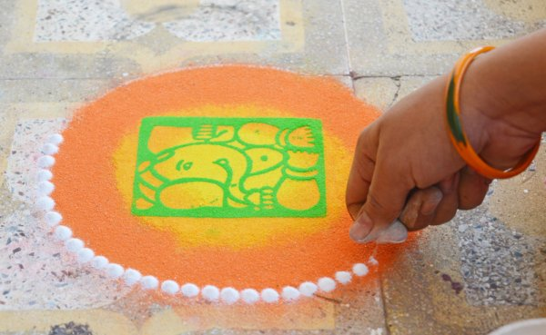 Diwali Rangoli Designs And Patterns With Dots For