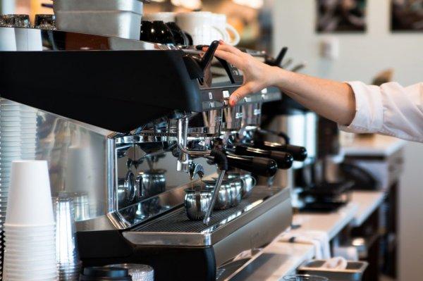 9 Rekomendasi Mesin Kopi untuk Kafe yang Cocok untuk Membuat Secangkir Kopi yang Nikmat
