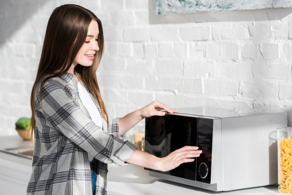 10 Rekomendasi Microwave Berdaya Rendah yang akan Membantu Pekerjaanmu di Dapur (2020)