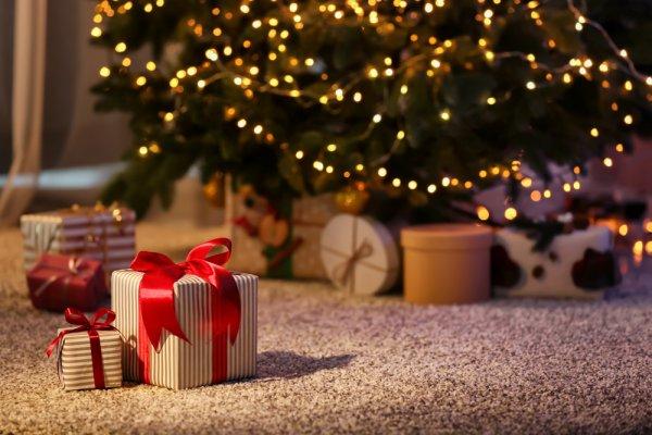 Bertukar kado telah dijadikan tradisi di sebagian keluarga saat Hari Natal tiba. Momen inilah yang paling ditunggu, terutama oleh anak-anak. BP-Guide akan memberikan rekomendasi hadiah natal unik dan terbaik untuk anak.