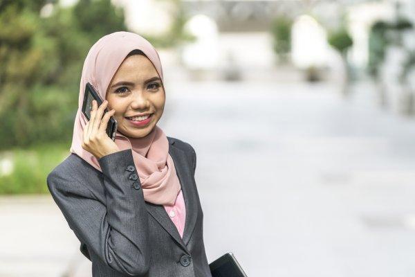 Tips Tampil Syari dan Sopan Namun Tetap Modis dengan Busana Muslimah Kantor 2018