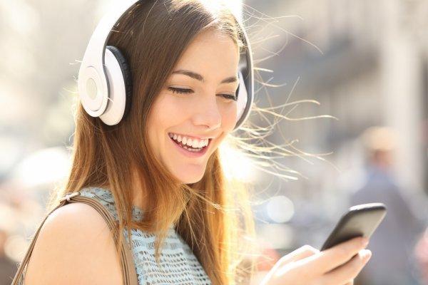 Aktivitas Banyak Tetapi Ingin Tetap Mendengarkan Musik? Gunakan 9 Rekomendasi Earphone atau Headphone Wireless Terbaik dan Tips Memilihnya