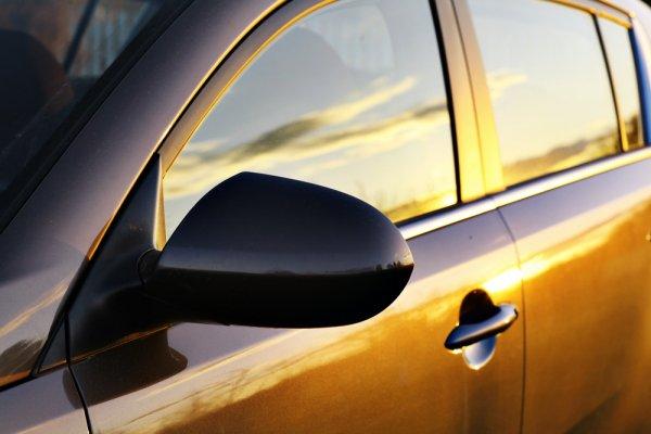 9 Rekomendasi Kaca Film Mobil Berkualitas untuk Melindungi dan Mempercantik Mobil Anda