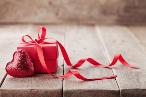 10 Rekomendasi Kado Valentine untuk Bikin Dia Merasa Makin Istimewa (2021)