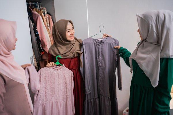10 Rekomendasi Gamis Lebaran untuk Tampil Anggun di Idul Fitri 2021