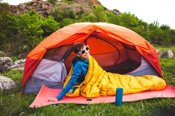 10 Rekomendasi Sleeping Bag Berkualitas Untuk Anda yang Suka Kegiatan Outdoor (2021)