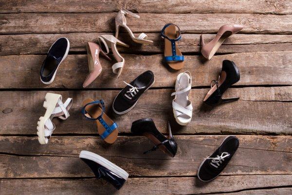 Nyaman Bepergian Jarak Jauh dengan 10 Rekomendasi Sepatu Pria dan Wanita agar Jalan-jalan Semakin Asyik