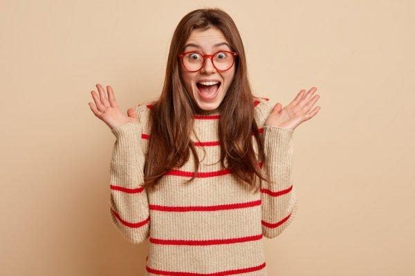 Tips Padu Padan Outfit Bermotif Garis yang Oke dan 7 Rekomendasi Produk Sweater Belang Pilihan (2019)