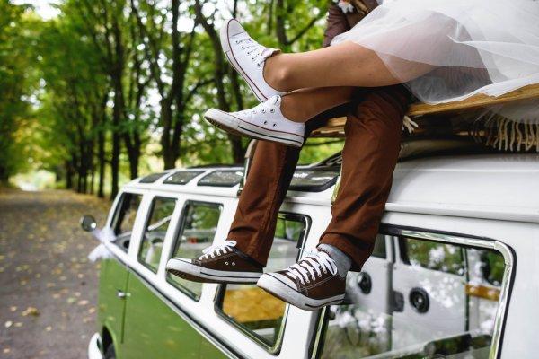 Kenakan 10 Pilihan Sneaker dengan Harga di Bawah Rp 1Jutaan yang Tak Kalah  ... de7c3fb15f