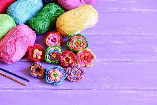 Yuk, Manfaatkan Benang Wol untuk Membuat 8 Kreasi Bunga Cantik Ini!