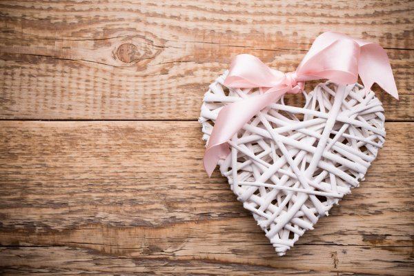 Get A Special Gift For Your Husband On Wedding Day And Make The Day