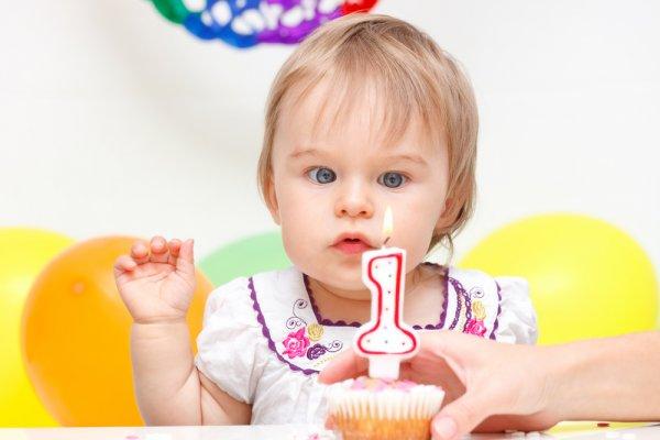 Cari Kado Unik untuk Bayi? Inilah 10 Rekomendasi Kado untuk Bayi Perempuan 1 Tahun (2020)