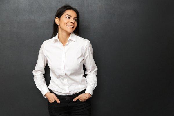 Yuk, Tampil Lebih Stylish dan Simpel dengan 10 Rekomendasi Kemeja Polos Wanita (2020)