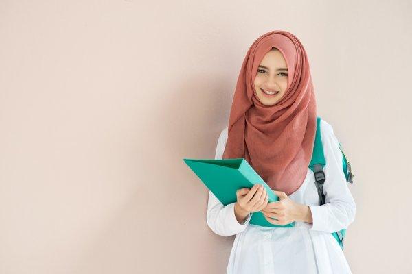 Menawan dengan Pakaian Muslimah Simpel Sehari-hari Serta 10 Rekomendasi  Produk 5d764f1125