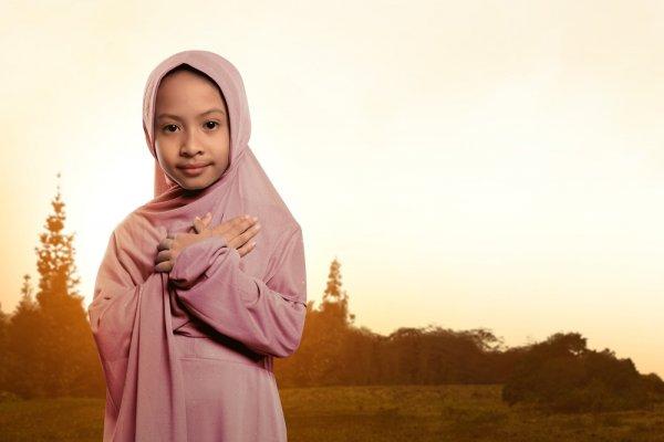 Ajarkan Buah Hati Menutup Aurat Sejak Dini dengan 10 Pilihan Baju Muslim Anak Perempuan yang Cantik dan Syar'i