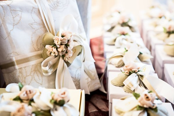 Cari Tahu 10+ Hadiah yang Paling Pas Untuk Pasangan yang Baru Menikah