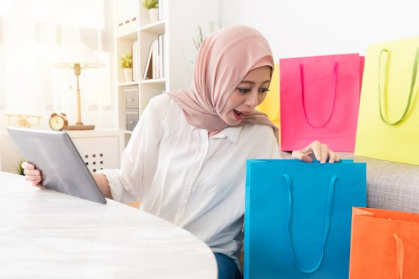 Tak Terpaku Tren, 10 Hadiah Islami untuk Wanita Ini Bisa Jadi Alternatif Pilihan Kamu