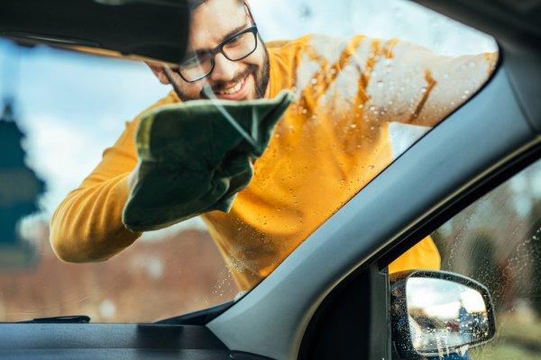 Kaca Mobil Lebih Cling dengan 10 Rekomendasi Cairan Pembersih Kaca Mobil  Berkualitas (2020)