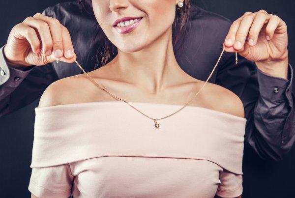 Rekomendasi Kado Perhiasan di Hari Valentine, Momen Spesial untuk Tunjukkan Kasih Sayangmu!