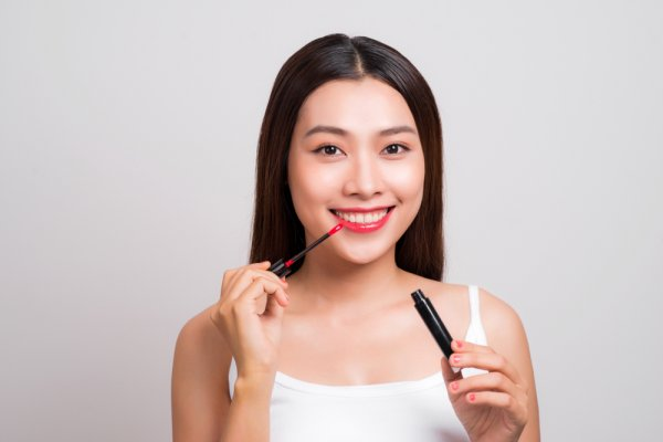 10 Rekomendasi Lip Tint yang Tahan Lama dengan Warna Warni Menarik