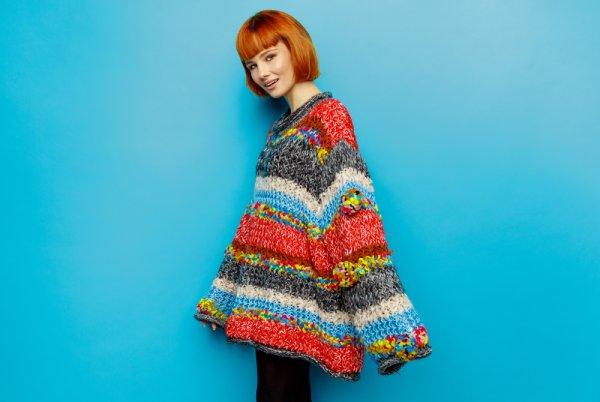 Kata Siapa yang Kegedean Tidak Menawan? Kamu Tetap Bisa Tampil Kece dengan 9 Rekomendasi Oversized Sweater Ini (2019)