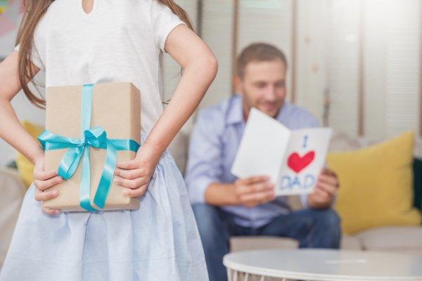 Gợi ý 10 món quà ý nghĩa cho ngày của Cha (năm 2021)