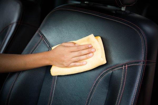 9 Rekomendasi Pembersih Jok Mobil yang Membuat Jok Mobil Anda Bersih Mengkilap Seperti Baru